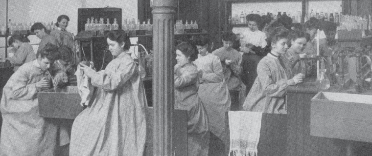 Judson students in lab, ca. 1910